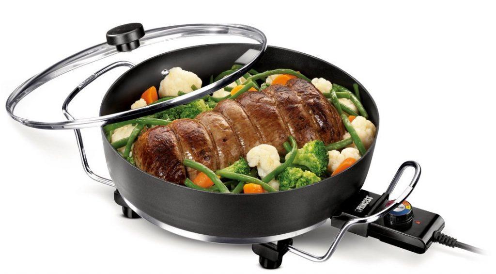 asar carne en un sartén